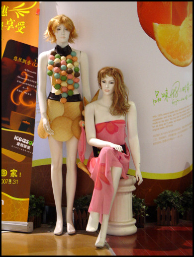 Iceseason mannequins: edible fashion